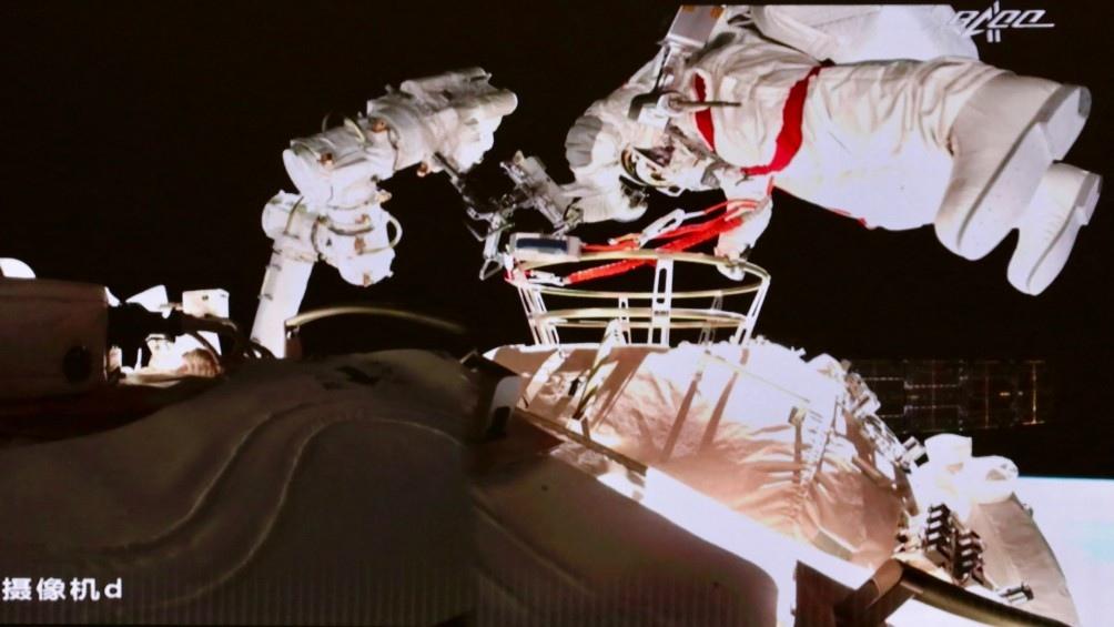 Los tres hombres permanecerán en órbita durante un total de tres meses. Foto: AFP.