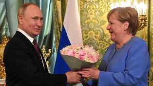 """En el inicio de su despedida, Merkel marcó """"diferencias profundas"""" con Putin"""