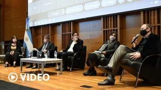 """""""Ciencia y Tecnología en la Escuela"""", un plan para fomentar el pensamiento crítico y la formación docente"""