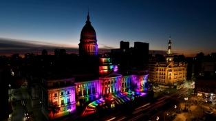 El Congreso se iluminó con los colores del movimiento LGBTIQ