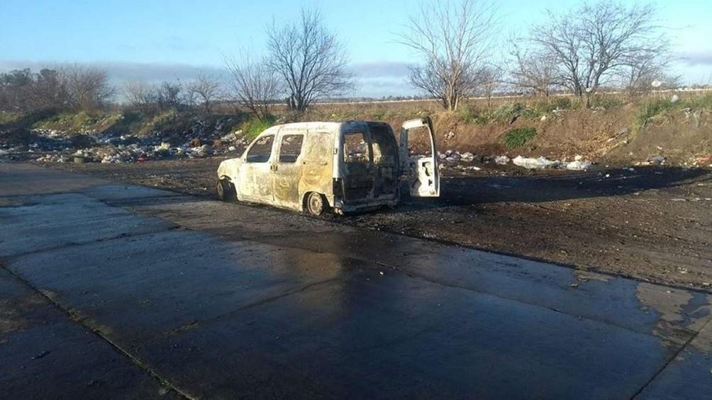 El Citroën Berlingo blanco fue hallado incendiado a unas 40 cuadras de donde se encontró el cadáver de Sánchez.