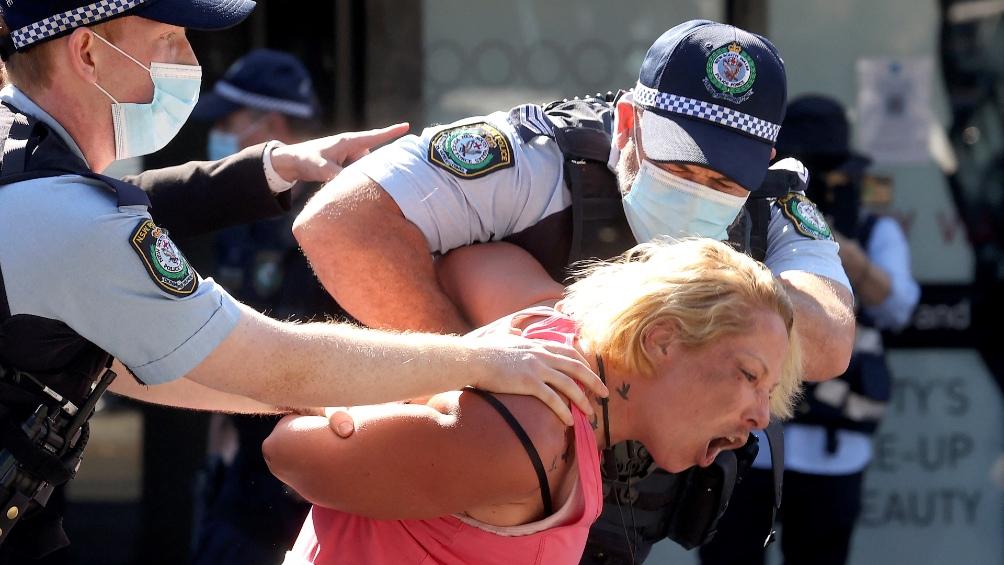 Protestas contra las nuevas medidas sanitarias. Foto: AFP