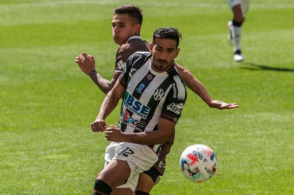 Platense caía 2 a 0 pero lo empató en el segundo tiempo. (Foto: Emilio Rapetti)