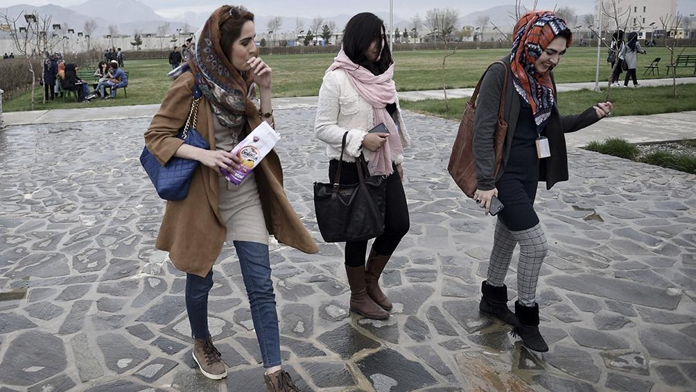 """Las mujeres tienen """"el derecho innato"""" a trabajar, explicó Sher Mohamad Abbas Stanikazi."""