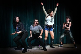 """""""Las chicas de la culpa"""": cuatro comediantes en un fenómeno que va del teatro al streaming"""