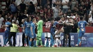 Escándalo en Francia: Hinchas de Niza entraron al campo y agredieron a jugadores de Marsella