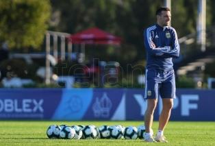 Seleção argentina já conta com 27 jogadores na Venezuela e Messi chega amanhã