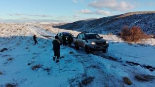 Dos noches en una camioneta y nieve hasta la cintura, una odisea solidaria en Bariloche