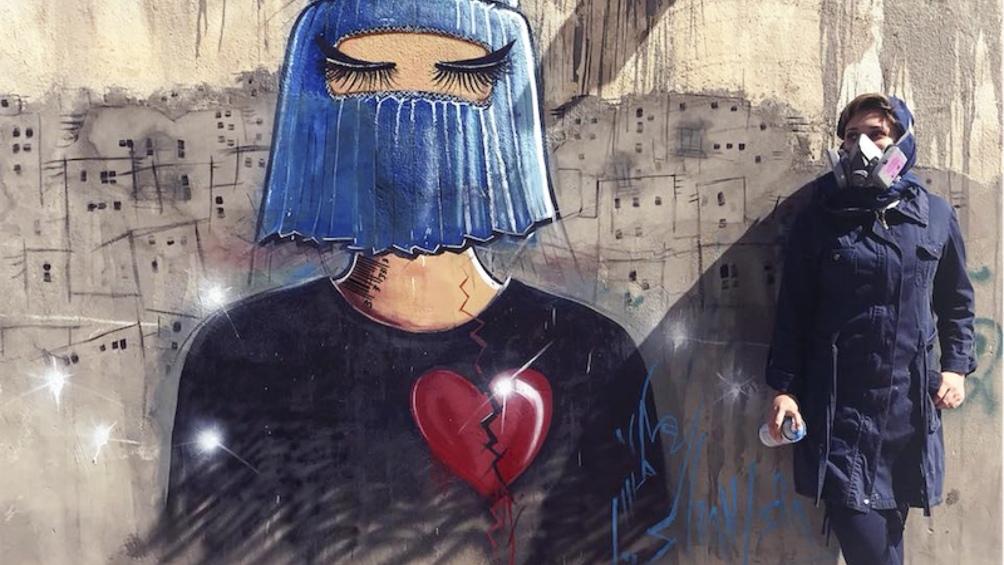 Hassani, muralista feminista de 33 años reconocida a nivel mundial y, hasta ese momento, docente de la Universidad de Kabul.