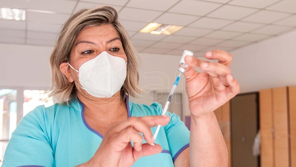 Ana Corvalán es vacunadora en Centro Integrador Comunitario. Foto: Emilio Rapetti