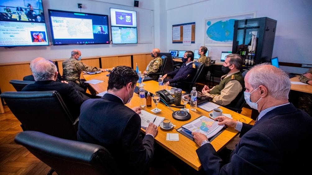 El ministro Taiana durante una videoconferencia con distintas misiones de paz. (Foto: Ministerio de Defensa).