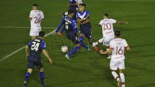 Huracán y Vélez igualaron en un emotivo encuentro pero no logran despegar del fondo