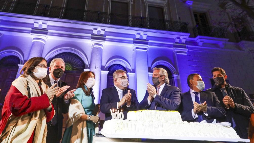 Acompañado por gobernadores y funcionarios nacionales, Fernández expresó su cariño por Catamarca