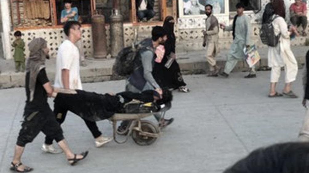 El portal de noticias estadounidense Politico informó que la filial afgana del Estado Islámico (EI) reivindicó los ataques.