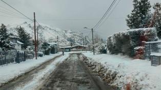 Bariloche: una intensa nevada provocó cierres parciales en rutas y calles