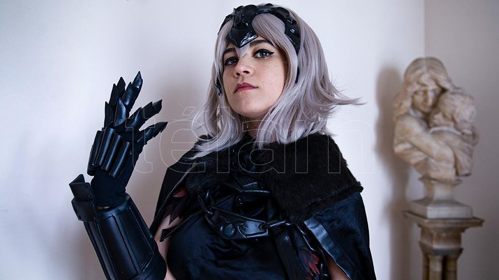 Sofia Cooke con su cosplay preferido: Jeanne D'arc de Grand Order (Foto: Lara Sartor)