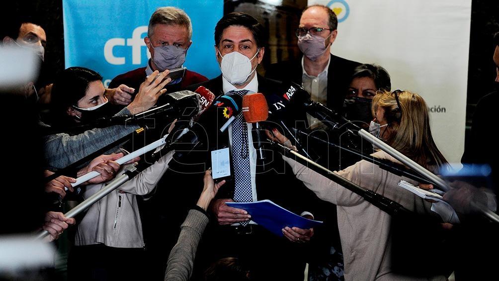 """Nicolás Trotta confirmó la vuelta a la """"presencialidad plena"""" al término de la reunión del Consejo Federal de Educación. (Foto Osvaldo Fanton)"""