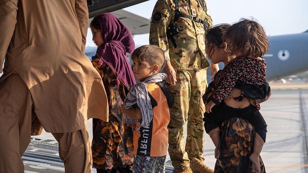 Escenas de la evacuación en el aeropuerto de Kabul. Foto: AFP.