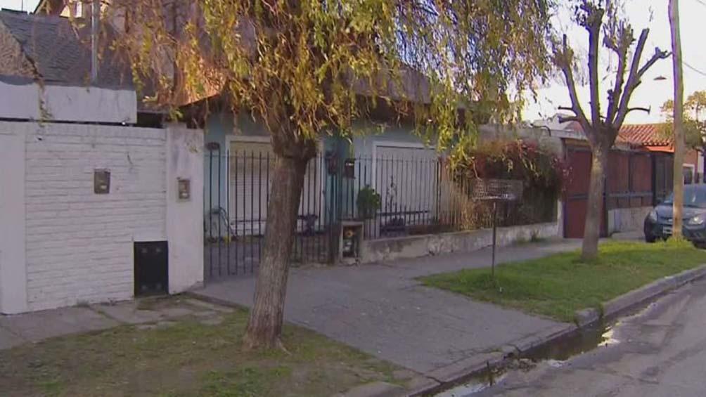 Uno de los delincuentes recibió dos balazos en la cabeza y el dueño de la casa un disparo en el abdomen.