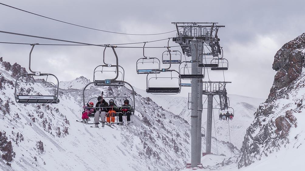Los trayectos de distinta dificultad que convergen en la base del cerro, hacen de esta montaña un espacio ideal para la familia y para el más exigente aventurero.
