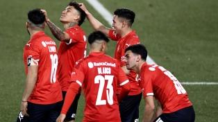 Independiente goleó a Colón y volvió a la punta