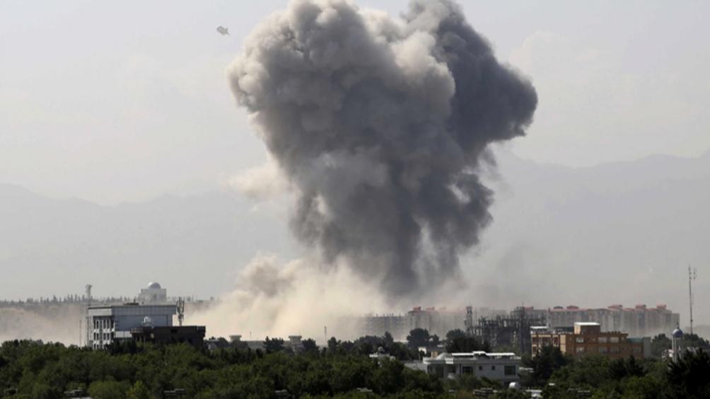 El atentado del jueves reivindicado por el grupo Estado Islámico del Khorasan (EI-K) mató a un centenar de personas, entre ellas 13 militares estadounidenses.
