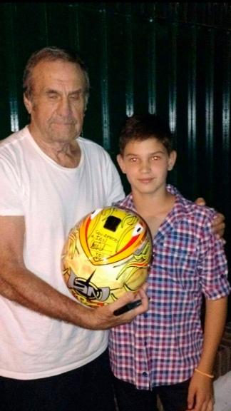 Con su tío abuelo, del que heredó la pasión por su velocidad. (@IanReutemann)