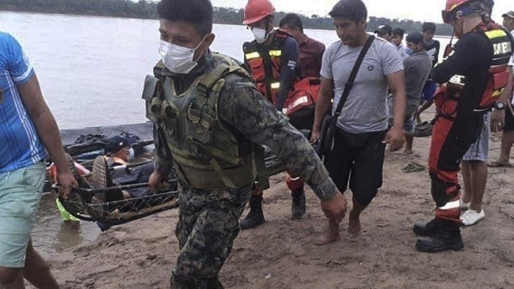 Bomberos, policías y marinos están a cargo de las tareas de búsqueda. Foto: @ExpresoPeru
