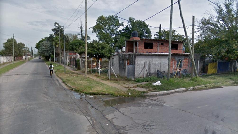 La joven fue hallada sin vida en el dormitorio de una vivienda situada en Platón y Primera Junta. Foto: Street View.