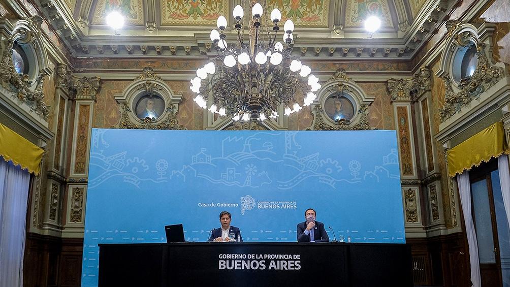 Elgobernador bonaerense junto al ministro de Hacienda y Finanzas, Pablo López. (Prensa PBA)