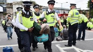 Más de 360 personas fueron detenidas en el centro de Londres durante las masivas protestas