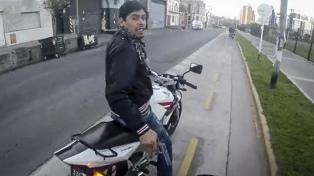 """Detuvieron por violencia de género al """"motochorro"""" que hace 7 años asaltó a un turista"""