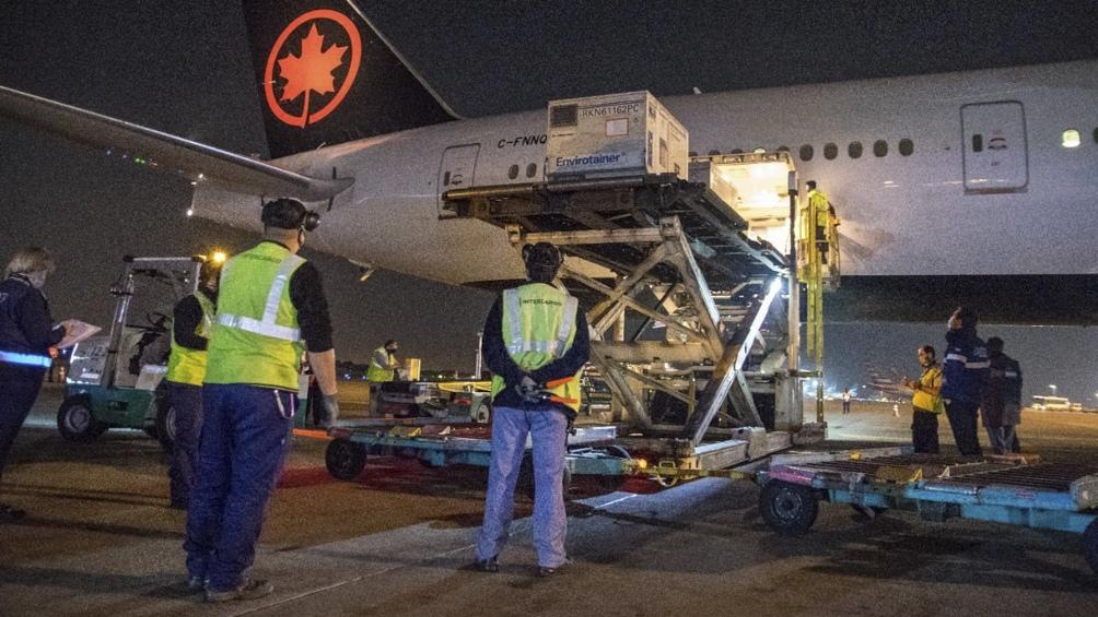 El avión de Air Canada llegó a Ezeiza con más de 1.6 millón de dosis de la vacuna AstraZeneca (Foto: Presidencia de la Nación)