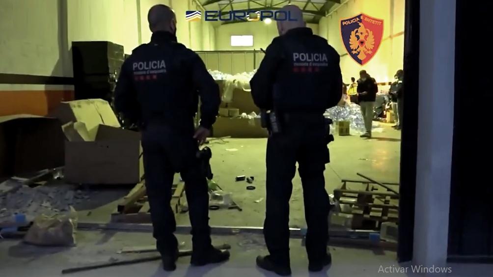 Más de 400 policías participaron de los operativos para registrar 51 inmuebles en cinco ciudades. Foto Twitter @policia.