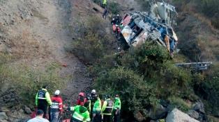 Un ómnibus se despistó y cayó a un abismo en Perú: hay al menos 29 fallecidos