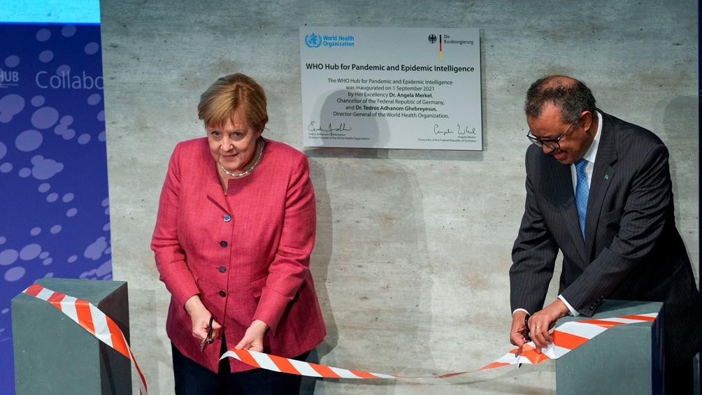 Angela Merkel y Tedros Adhanom Ghebreyesus en el acto de inauguración en Berlín. Foto: AFP