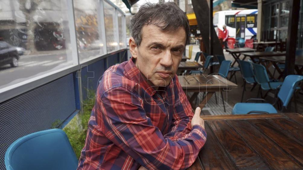 """Por estos días Aguirre no solo publica esta biografía sobre Urondo, también un trabajo sobre bandidos sociales titulado """"La bolsa y la vida""""."""