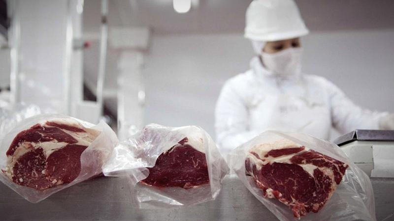 Dos frigoríficos intentaron exportar cortes de carne no permitidos y Aduana se los impidió