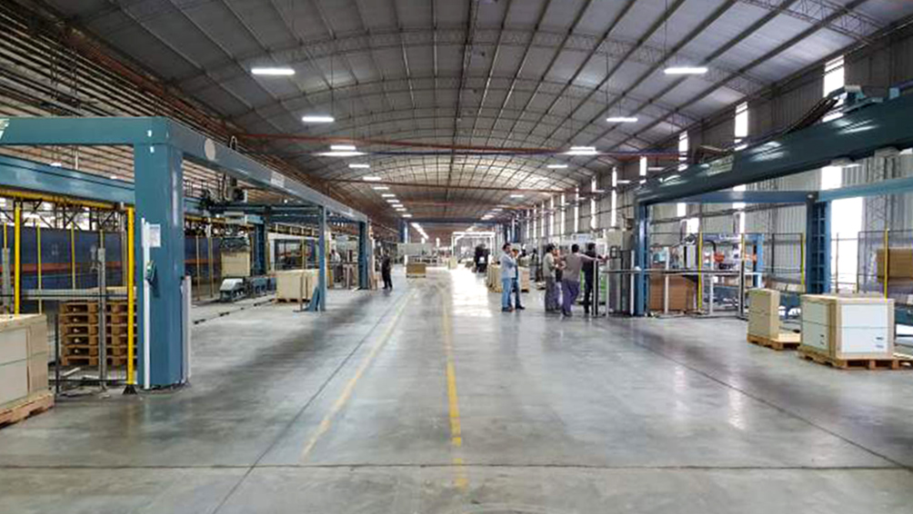 La UIA celebra el Día de la Industria en la planta de Cerámicas Alberdi