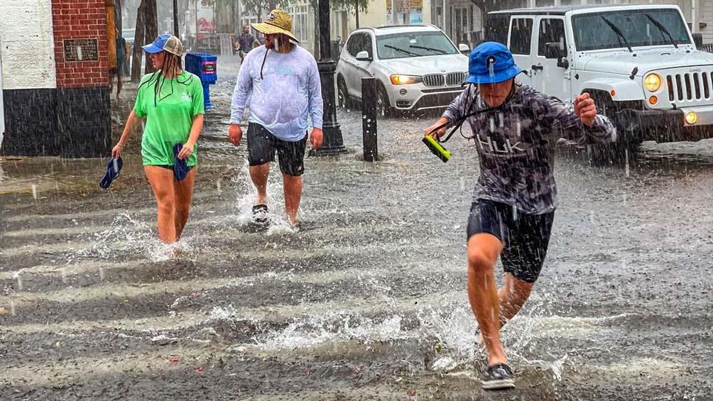 Con las calles convertidas en ríos y el servicio de metro inundado, la policía de Nueva York informó de, al menos, 13 fallecidos.