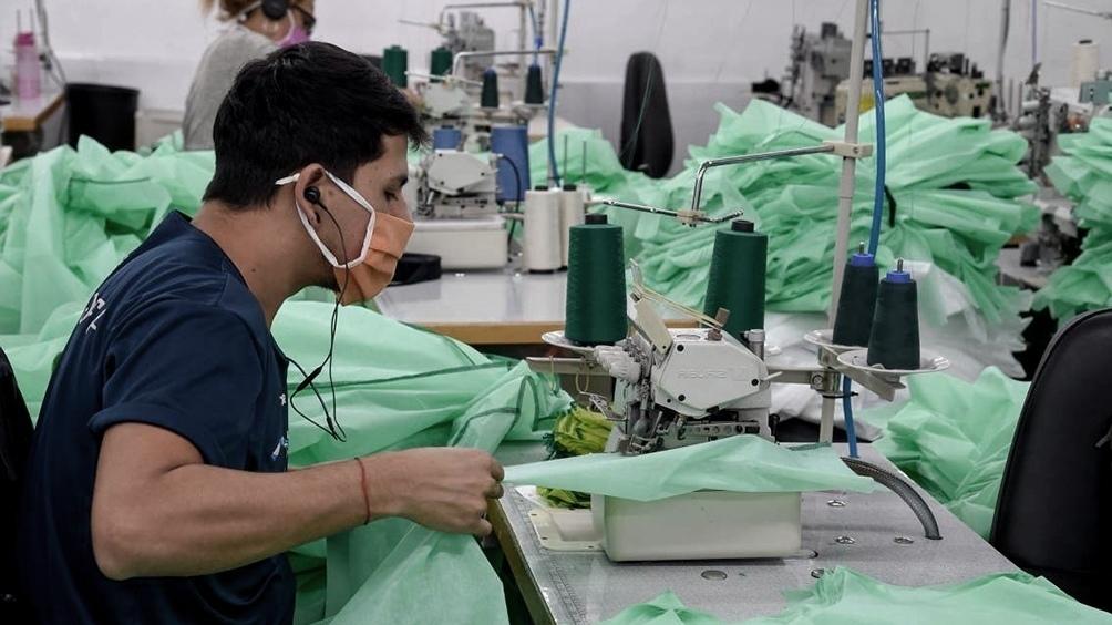 """Fernández señaló """"la importancia de que las compras del Estado tengan una clara orientación hacia la industria nacional""""."""
