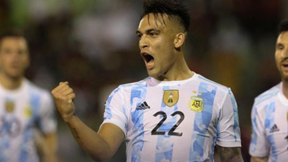 Lautaro Martínez, goleador ante Venezuela, es una de las dudas del entrenador nacional para enfrentar a Uruguay. foto: @Conmebol