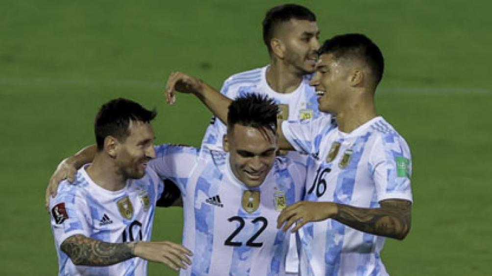 Martínez, uno de los goleadores de Argentina frente a Venezuela en Caracas . Foto: AFP
