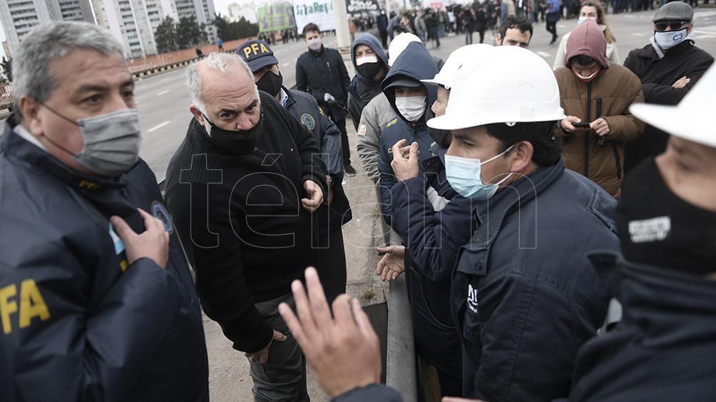 Encabezan la protesta militantes del Frente de Izquierda, el MST, y el Polo Obrero (PO), entre otros.