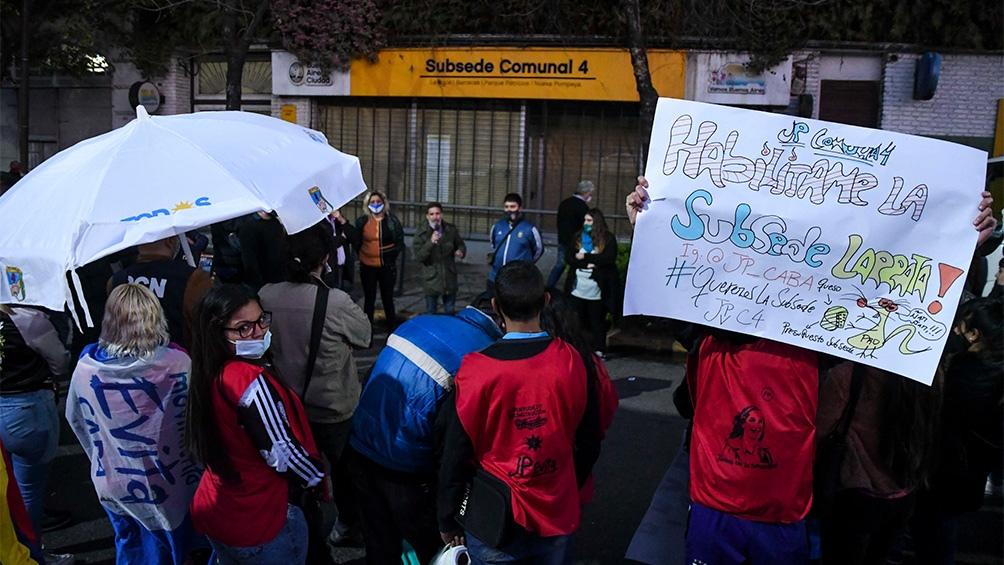 Los vecinos pidieron la reapertura de la subsede Suárez. Foto: Raúl Ferrari.