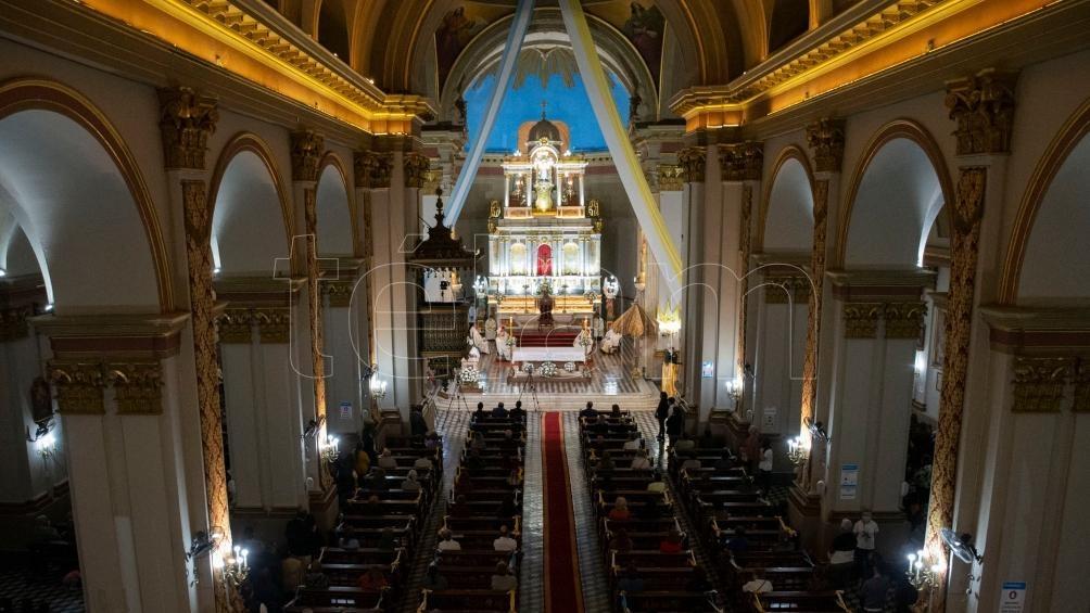 La santa misa estuvo encabezada por la imagen de la Virgen del Valle, que lució un manto especialmente bordado por devotos. Foto: David Moya.