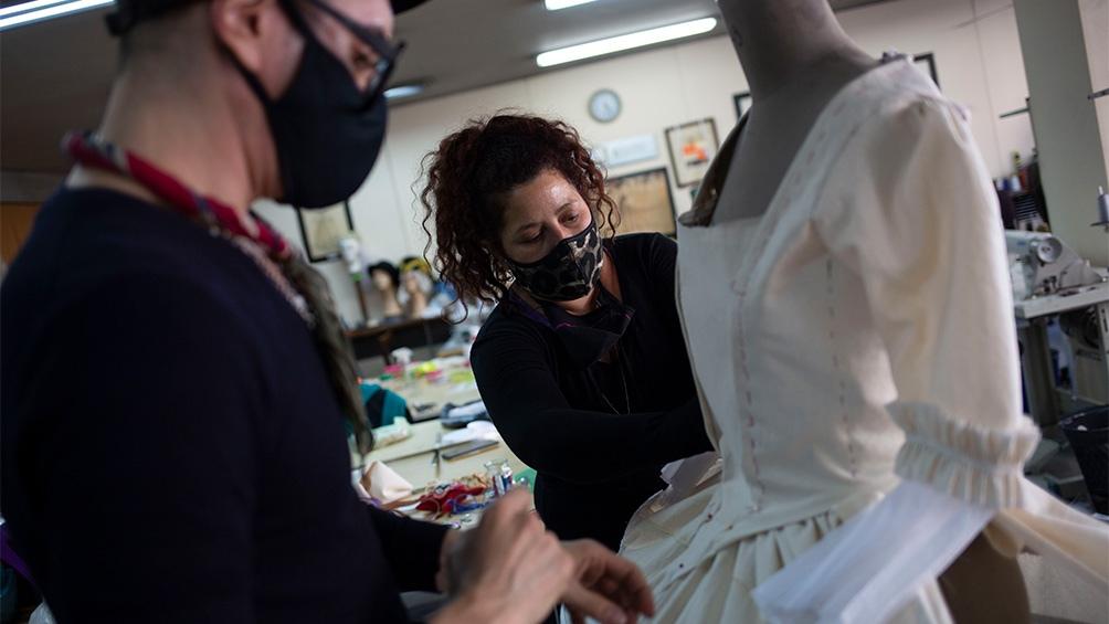 El Cervantes emplea a entre 160 y 190 técnicos teatrales que trabajan en los distintos talleres (Foto: Victoria Gesualdi)