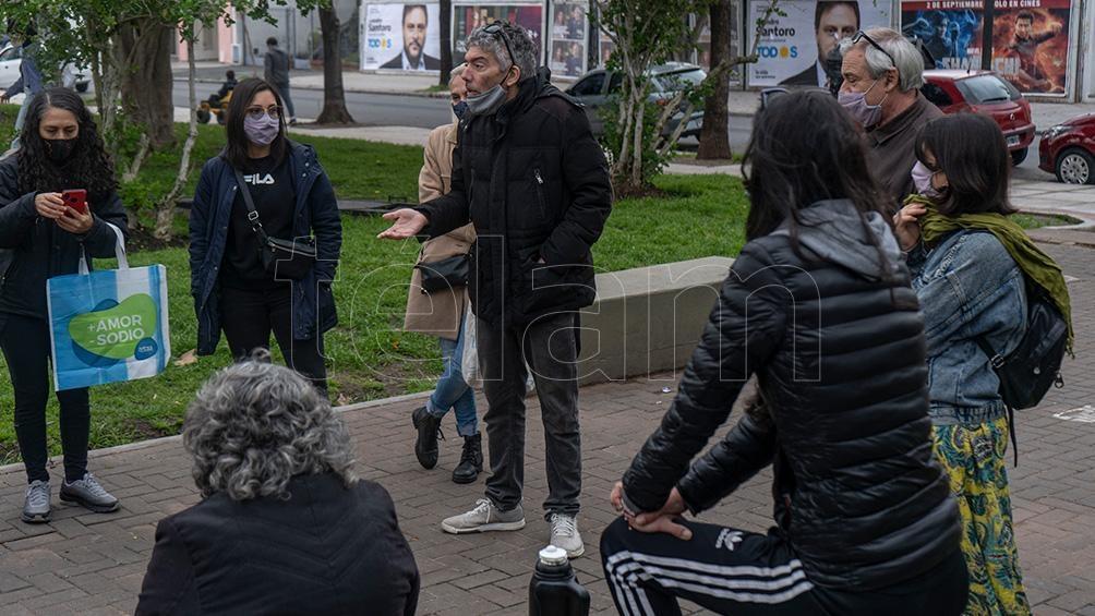 La gente del barrio realizó un relevamiento sobre las propiedades en venta. Foto: Pepe Mateos.