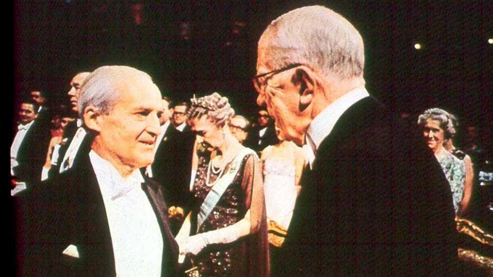 Leloir, al recibir el Nobel de Química en 1970.