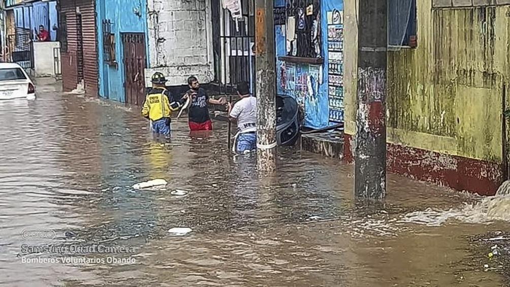 Las fuertes precipitaciones destruyeron 12 puentes y dos carreteras.